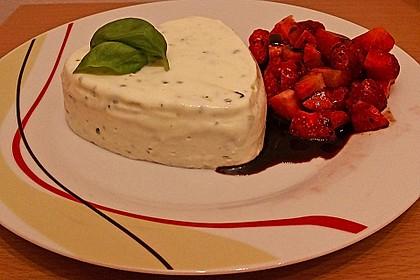 Basilikum - Quarkmousse mit Balsamico - Erdbeeren 4