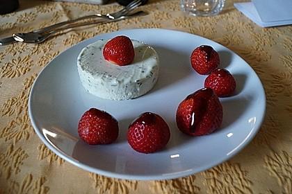 Basilikum - Quarkmousse mit Balsamico - Erdbeeren 8