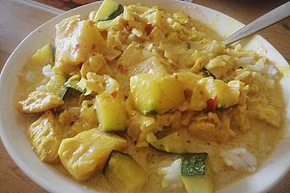 Hähnchen-Ananas-Curry mit Reis (Bild)