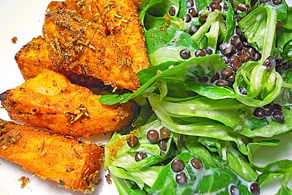 Feldsalat mit Belugalinsen und lauwarmen Süßkartoffeln