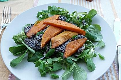 Feldsalat mit Belugalinsen und lauwarmen Süßkartoffeln 1