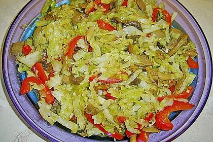 Asiatischer Weißkohlsalat mit Shiitake - Pilzen