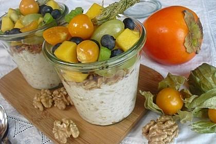 Joghurt - Knuspermüsli mit Obstsalat