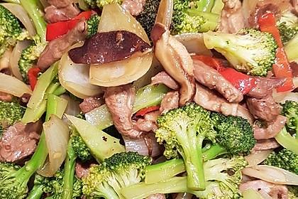 Entenbrust mit Brokkoli und Mandeln (Bild)