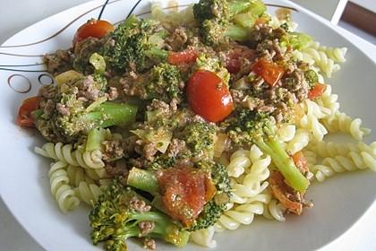 Brokkoli-Hackfleisch-Topf mit Nudeln 10