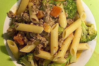 Brokkoli-Hackfleisch-Topf mit Nudeln 20