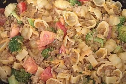 Brokkoli-Hackfleisch-Topf mit Nudeln 22