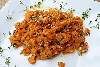 Knackiger Karottensalat mit gerösteten Sonnenblumenkernen 1