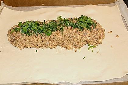 Paranussbraten in Blätterteig mit Preiselbeersauce 35