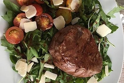 Rinderfilet in Granatapfelsauce auf Rucolasalat mit Parmesansplittern 4