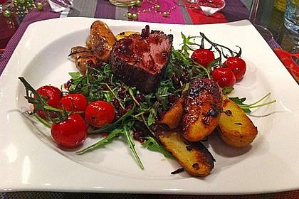 Rinderfilet in Granatapfelsauce auf Rucolasalat mit Parmesansplittern 2