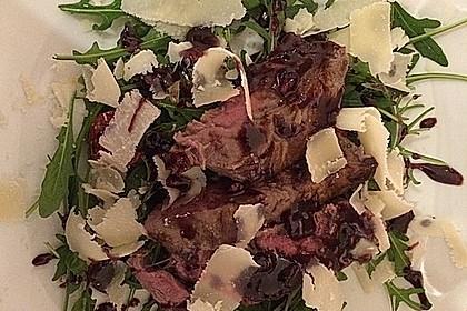 Rinderfilet in Granatapfelsauce auf Rucolasalat mit Parmesansplittern 5