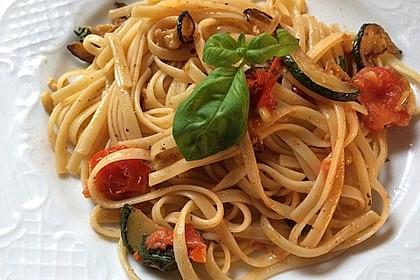 Spaghetti gebraten mit Basilikum und Tomate 1