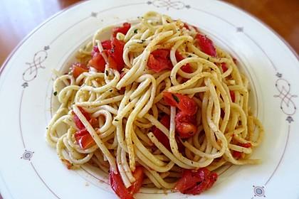 Spaghetti gebraten mit Basilikum und Tomate 2