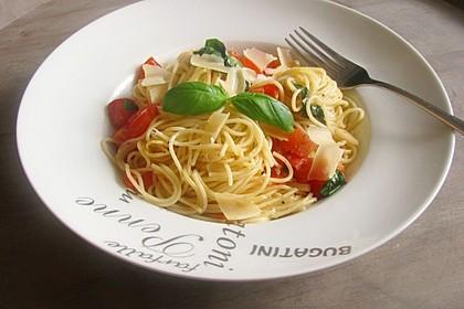 Spaghetti gebraten mit Basilikum und Tomate 4