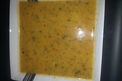Zucchini - Cremesuppe mit Lauch, Tomaten und Karotten