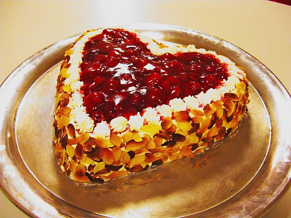 Herztorte Mit Himbeeren Ein Schones Rezept Chefkoch De