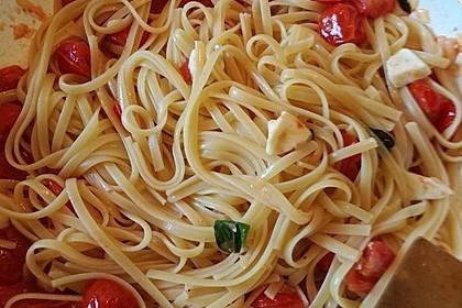Bandnudeln mit frischen Tomaten, Mozzarella und Basilikum 3