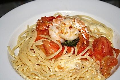 Bandnudeln mit frischen Tomaten, Mozzarella und Basilikum 17