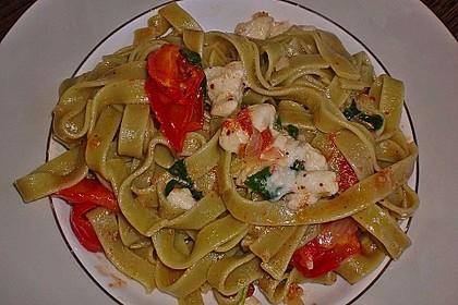 Bandnudeln mit frischen Tomaten, Mozzarella und Basilikum 29