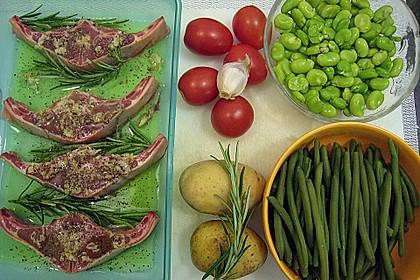 Lammkoteletts im Tomaten - Olivenöl - Sud mit zweierlei Bohnen und Kartoffelvierteln 1