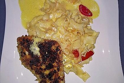 Paniertes Fischfilet mit Paprikaschaum und Knoblauchnudeln 7