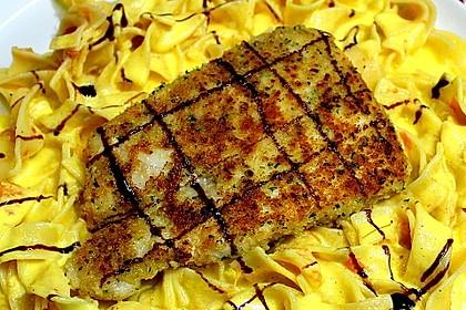 Paniertes Fischfilet mit Paprikaschaum und Knoblauchnudeln 4