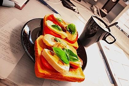 Tomate Mozzarella Sandwich (Bild)
