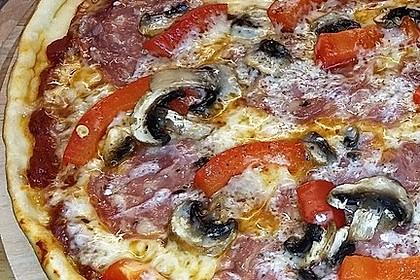 Pizza Salami mit Knoblauch 2