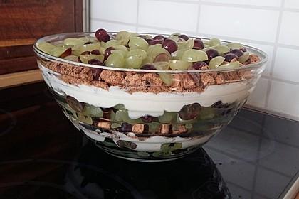 Schichtdessert mit Weintrauben 10