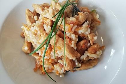 Gebratener Reis mit Huhn und Basilikum (Bild)