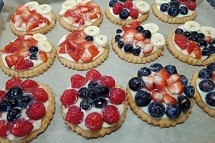 Erdbeertörtchen mit Vanillecreme (Bild)