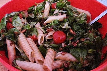 Mediterraner Nudelsalat ohne Mayo mit Feldsalat und getrockneten Tomaten 3