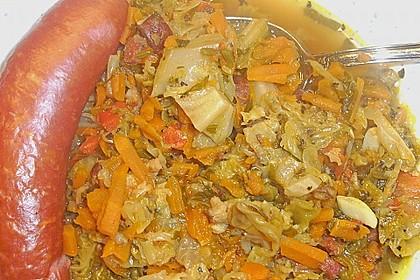 Wirsingsuppe pikant, mit Mettwürstchen