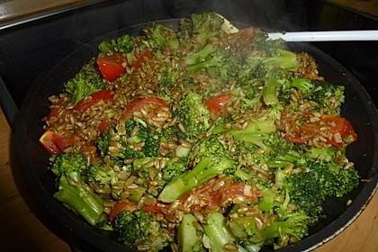 Brokkoli-Grünkernpfanne (Bild)