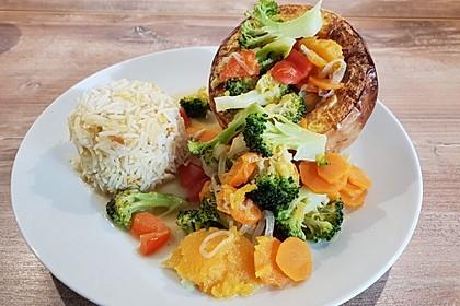 Baked Butternut mit Reis und Currygemüse (Bild)