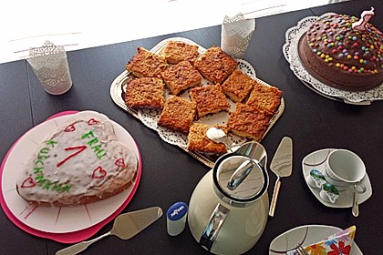 Wandelbarer Blechkuchen mit Butter - Mandelkruste 4