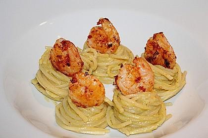 Spaghetti mit Avocado und Garnelen