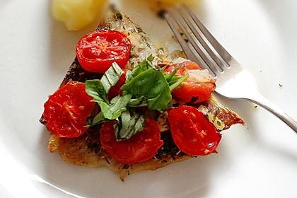 Ofenfisch mit Tomaten und frischen Kräutern (Bild)
