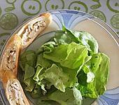 Gerolltes Zwiebelbrot mit Frischkäse (Bild)