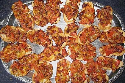 Yvonnes Party - Tomaten - Zwiebel - Mozzarella - Speck - Brötchenscheiben 3