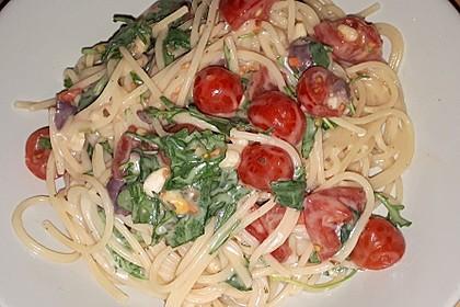 Italienischer Nudelsalat mit Tomaten und Rucola 3