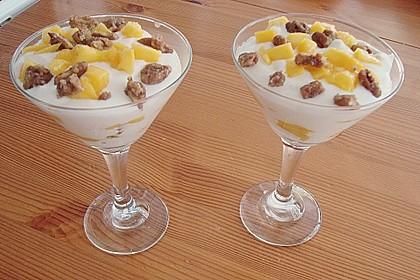 Mango - Quark - Dessert mit Walnüssen 7