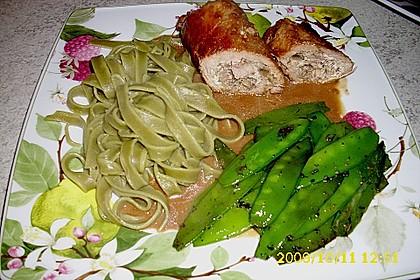 Schweineroulade mit Pilz - Käsefüllung und Baconhülle 3