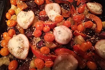Herbstliches Ofengemüse mit Roquefortcreme