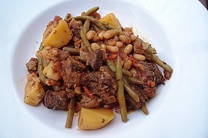 Lammtopf mit Bohnen und Kartoffeln