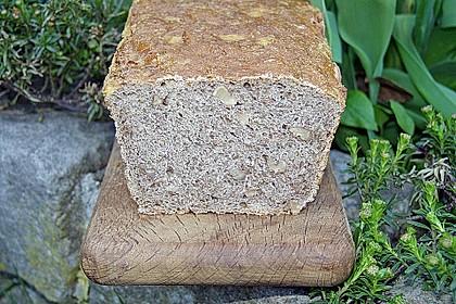 Würziges Kartoffel - Walnuss - Brot 1