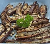 Marinierte Mini - Auberginen mit Rosinen und Pinienkernen (Bild)