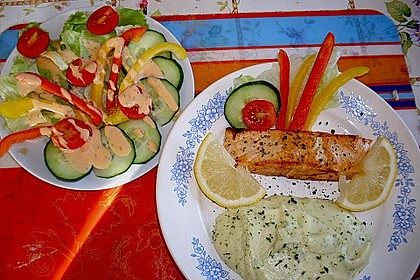 Gebratener Lachs auf Kräuterkartoffelpüree