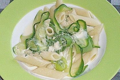Nudelgericht grün - weiß, vegetarisch 5